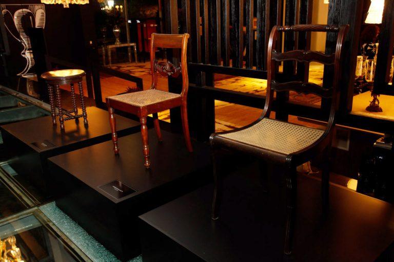 Cadeiras que foram de uso pessoal de Tarsila do Amaral